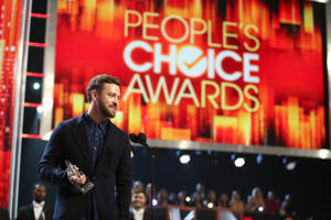LOS ANGELES, CA - JANUARY 18: Recording artist/actor Justin Timberlake accepts Favorite Male Singer and Favorite Song for 'Can't Stop the Feeling!' onstage during the People's Choice Awards 2017 at Microsoft Theater on January 18, 2017 in Los Angeles, California.