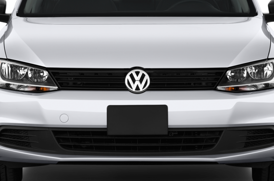 Slide 1 of 25: 2013 Volkswagen Jetta
