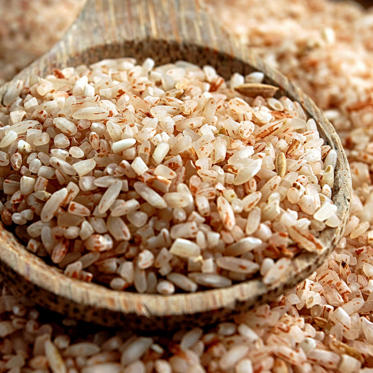 This healthy grain is a great source of phytonutrients, which have been linked to decreased risks of cancer, diabetes, and heart disease. Brown rice is also packed with fiber, contains 1.7 grams of fat-burning resistant starch, and is a low-energy-density food (in other words, it's filling but still low in calories).<br><br> Feeling adventurous? Try adding black rice to your shopping cart instead of brown. It contains even more antioxidants than blueberries and significantly more vitamin E than brown rice.