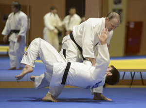 Russia's President Vladimir Putin practises with Musa Mogushkov of Russian national judo team during a training session in Sochi, Russia, January 8, 2016. REUTERS/Alexey Nikolsky/Sputnik/Kremlin ATTENTION EDITORS - THIS IMAGE HAS BEEN SUPPLIED BY A THIRD PARTY. IT IS DISTRIBUTED, EXACTLY AS RECEIVED BY REUTERS, AS A SERVICE TO CLIENTS. TPX IMAGES OF THE DAY