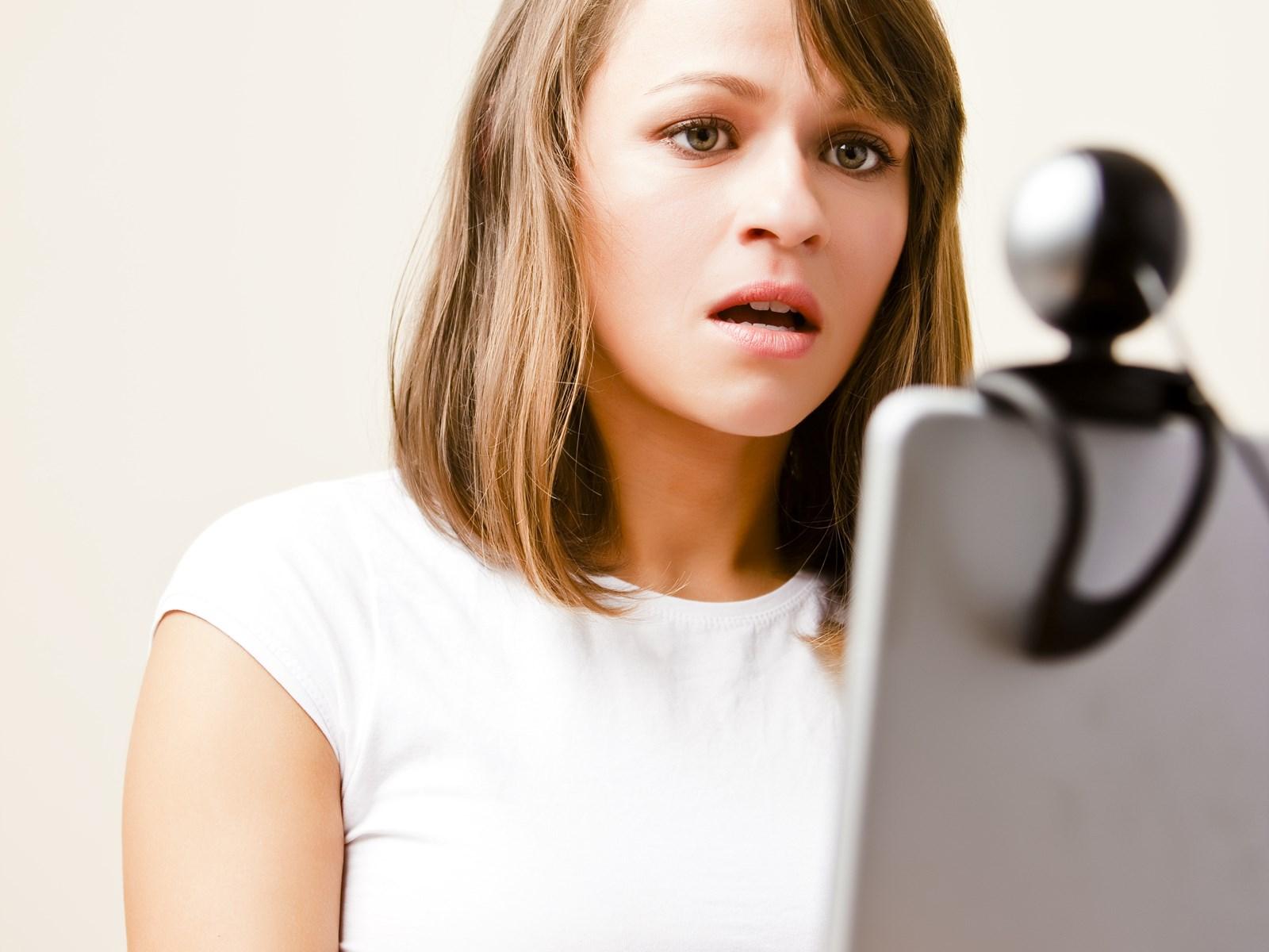 διαδικτυακή συλλογή γνωριμιών 8 απλοί κανόνες για dating με την κόρη μου επεισόδια