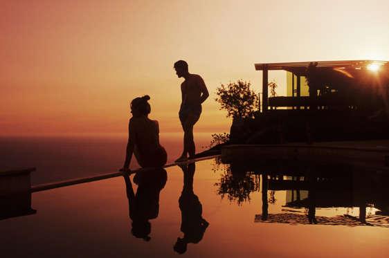19 枚のスライドの 13 枚目: Hollywood actress Drew Barrymore chose her backyard in California for her honeymoon with husband will Kopelman. The young couple checked in at the famous and luxurious Post Ranch Inn in Big Sur allowing the expectant mother to simply relax.