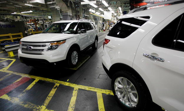 Plant Employees Drive  Ford Explorers Off The Assembly Line At Fords Chicago Assembly Plant