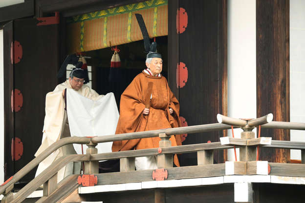 第1页,共27页:日本明仁天皇4月30日在日本东京皇宫举行仪式,名为Taiirei-Tojitsu-Kashikodokoro-Omae-no-gi,这是皇帝举行退位仪式的仪式。 2019