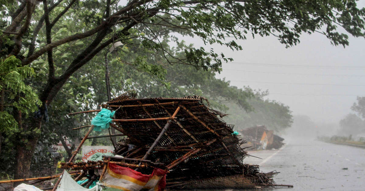 Major cyclone kills three in India, Bangladesh