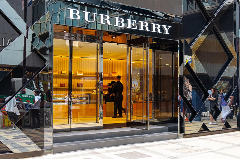 HONG KONG, CHINA - 2019/04/09: Burberry store seen in Tsim Sha Tsui Hong Kong. (Photo by Daniel Fung/SOPA Images/LightRocket via Getty Images)
