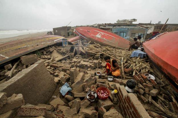 Major cyclone kills three in India, Bangladesh