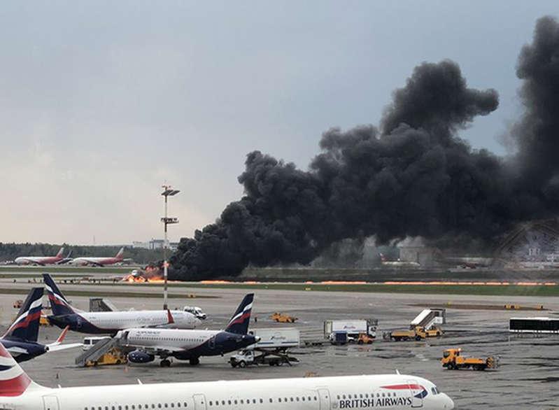 俄罗斯飞机在莫斯科起火紧急降落,死亡41