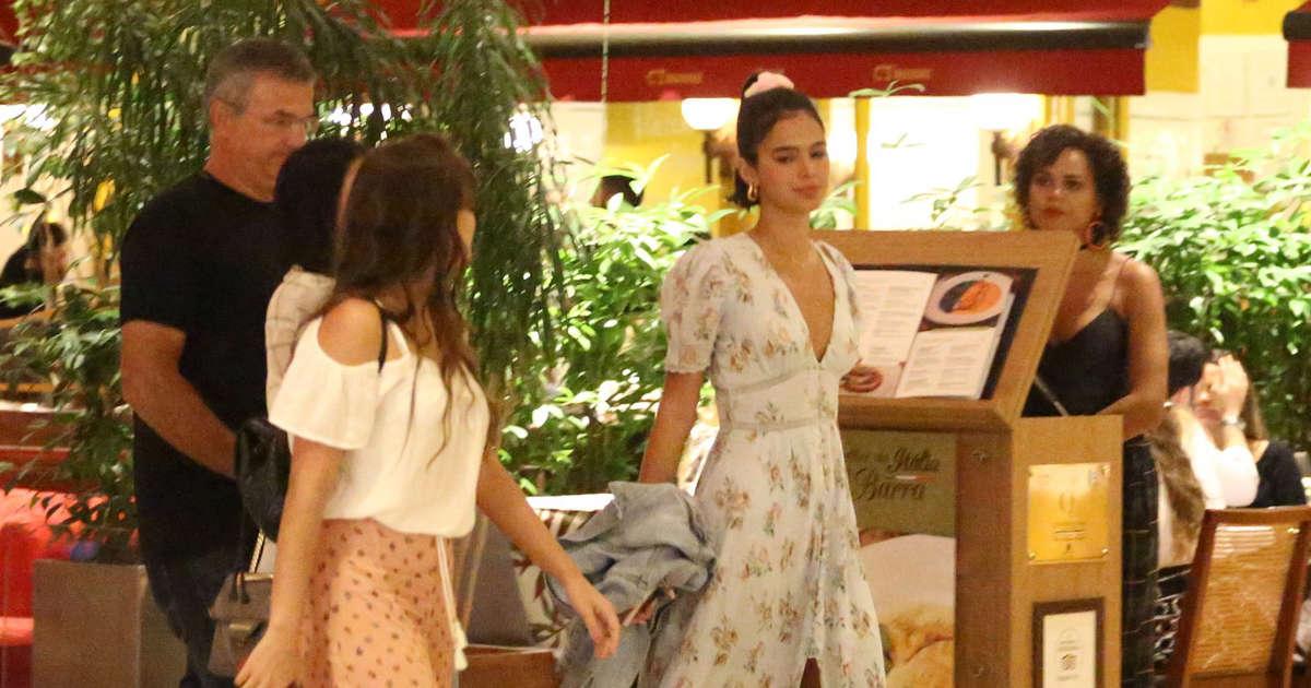 f27d6ef6b Vestido de Bruna Marquezine que encantou a web custa R$ 1,9 mil. Aos  detalhes!