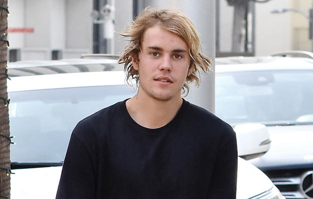 A Video Of Justin Bieber Appearing To Violently Shake While Greeting A Fan Has Many People