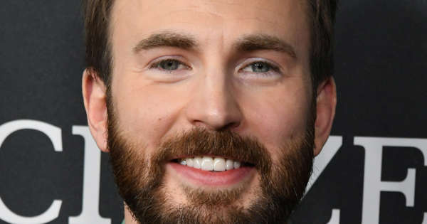 Chris Evans Surprises His Former Classmates at Their 20-Year High