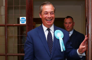 Brexit Party leader Nigel Farage arrives to speak to the media outside the counting centre for the European Parliamentary election in Southampton, Britain, May 26, 2019. REUTERS/Hannah McKay