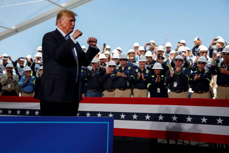 总统唐纳德特朗普于2019年5月14日星期二在喀麦隆的哈克贝里出席了卡梅伦液化天然气出口设施的能源基础设施发言(AP Photo / Evan Vucci)