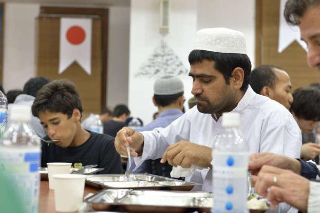 بالصور رمضان في كوكب اليابان - كم عدد المسلمين في اليابان AABrpfG
