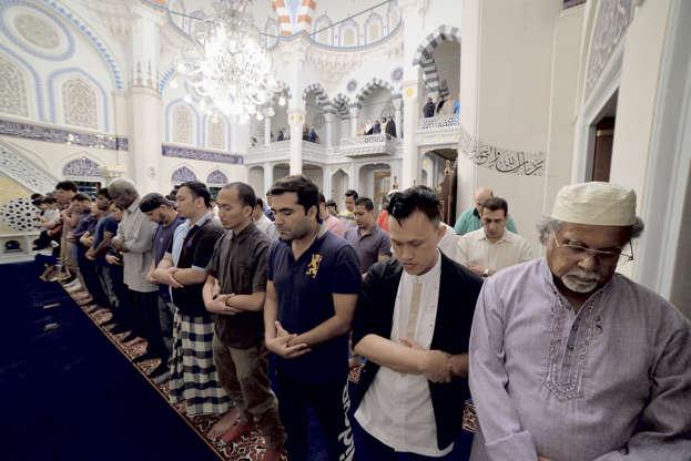 بالصور رمضان في كوكب اليابان - كم عدد المسلمين في اليابان AABrt9C