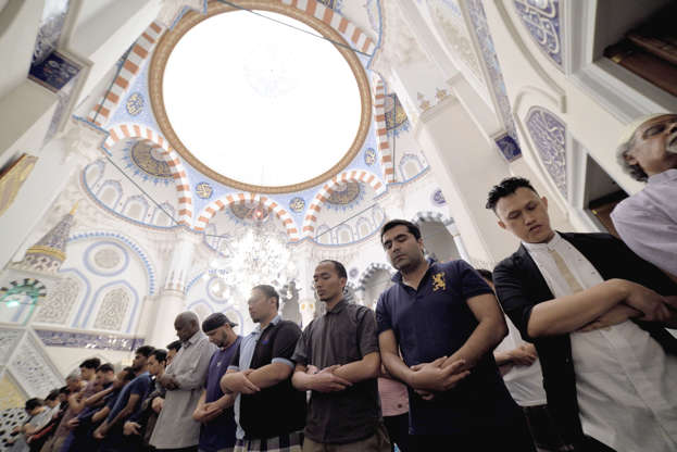بالصور رمضان في كوكب اليابان - كم عدد المسلمين في اليابان AABrvDA