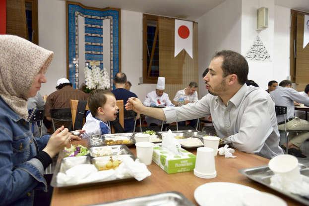 بالصور رمضان في كوكب اليابان - كم عدد المسلمين في اليابان AABrvDK
