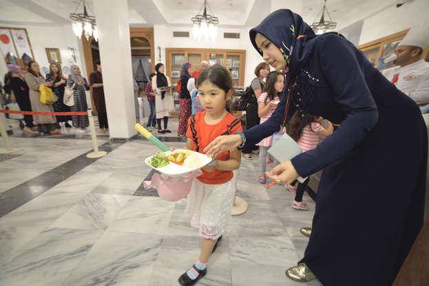 بالصور رمضان في كوكب اليابان - كم عدد المسلمين في اليابان AABrvDN