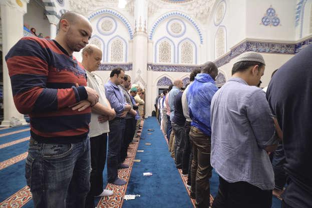 بالصور رمضان في كوكب اليابان - كم عدد المسلمين في اليابان AABry6s