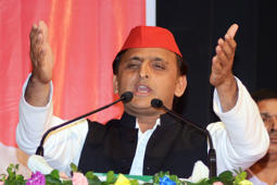 KOLKATA, WEST BENGAL, INDIA - 2017/12/02: Akhilesh Yadav delivers his speech during Samajwadi Party (SP) state conference in Kolkata. National President of Samajwadi Party (SP) Akhilesh Yadav takes parts in State Conference of the Samajwadi Party on December 2, 2017 in Kolkata. (Photo by Saikat Paul/Pacific Press/LightRocket via Getty Images)
