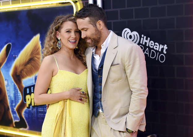 2d0d74ad Blake Lively Shows Off Baby Bump As She Visits Husband Ryan Reynolds on Set