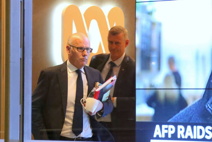 I live-tweeted the AFP's every move as they raided the ABC's Sydney