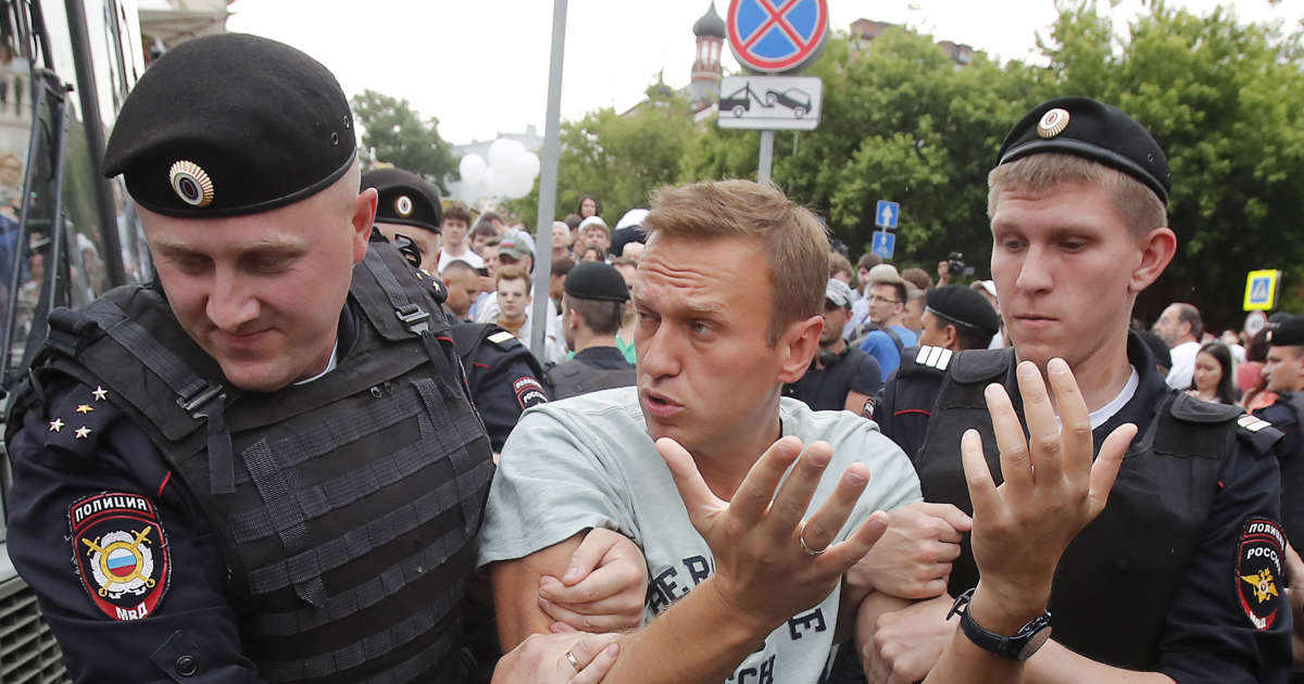 Russian police detain more than 200 at Moscow journalist protest