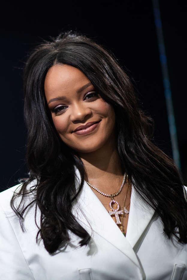 Watch Trevor Noah Mocks Rihanna S Name Pronunciation
