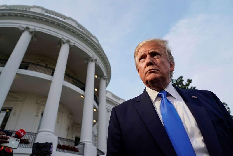 美国总统唐纳德·特朗普在离开伦敦,于2019年6月2日在美国华盛顿的白宫前向媒体发表讲话。路透社/约书亚·罗伯茨