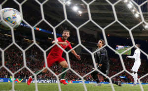 Soccer Football - UEFA Nations League Semi Final - Portugal v Switzerland - Estadio do Dragao, Porto, Portugal - June 5, 2019  Portugal's Bernardo Silva celebrates their third goal as Switzerland's Yann Sommer looks dejected    REUTERS/Susana Vera