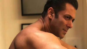 Shirtless Salman Khan sets the Internet on fire