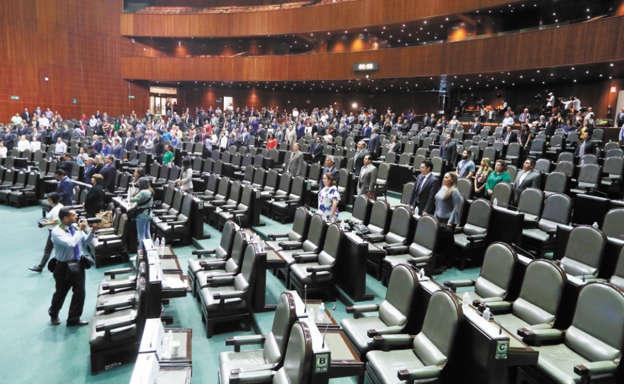 Protestan vs López Obrador; piden destitución de Lomelí