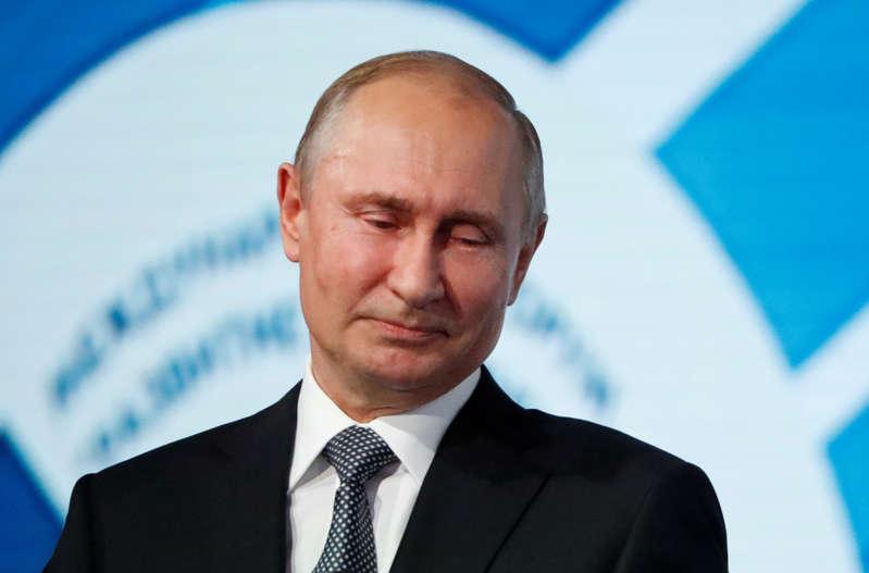 """俄罗斯总统弗拉基米尔·普京在2019年7月3日在俄罗斯莫斯科举行的""""议会发展""""国际论坛上致辞。路透社/ Evgenia Novozhenina"""