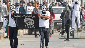 Kashmiri protestors hold an Islamic State flag during clashes with Indian government forces after Eid prayers in downtown Srinagar on August 22, 2018. (Photo by Tauseef MUSTAFA / AFP)        (Photo credit should read TAUSEEF MUSTAFA/AFP/Getty Images)