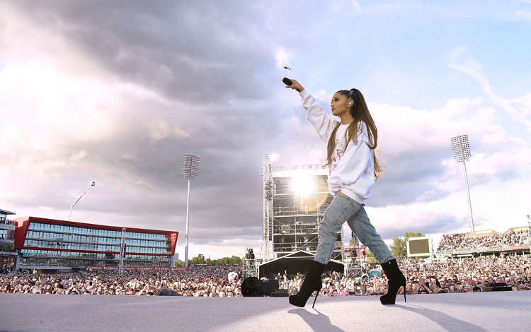 Ariana Grande embroiled in Twitter spat with Piers Morgan