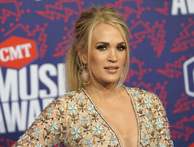 645007bf23f Carrie Underwood's Fittest Moments Will Inspire You to Get Creative ...