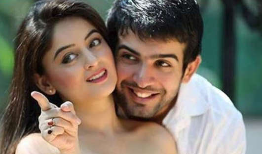 Mommy-to-be Mahhi Vij enjoys a romantic dinner date with