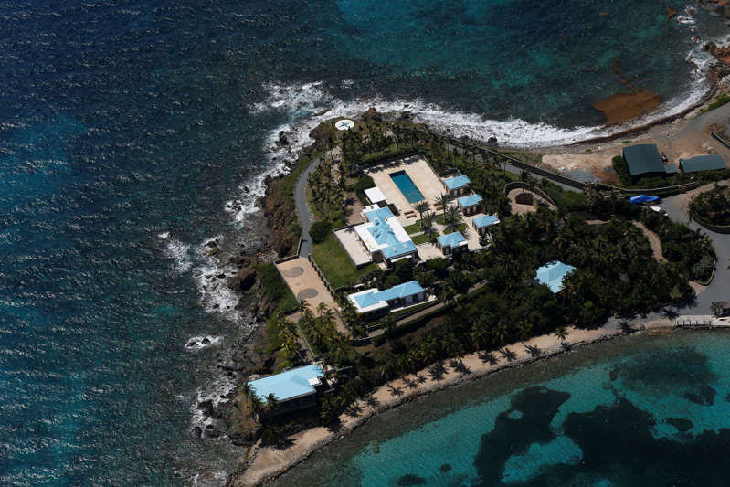 a view of a swimming pool: Jeffrey Epstein's karibiska ö - här skedde sexuella övergrepp