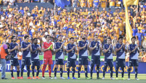 MONTERREY, MEXICO - MAY 18: Players of Monterrey pay homage to Osvaldo Batocletti, former Tigre's player who died of cancer the night before during the semifinals second leg match between Tigres UANL and Monterrey as part of the Torneo Clausura 2019 Liga MX at Universitario Stadium on May 18, 2019 in Monterrey, Mexico. (Photo by Azael Rodriguez/Getty Images)
