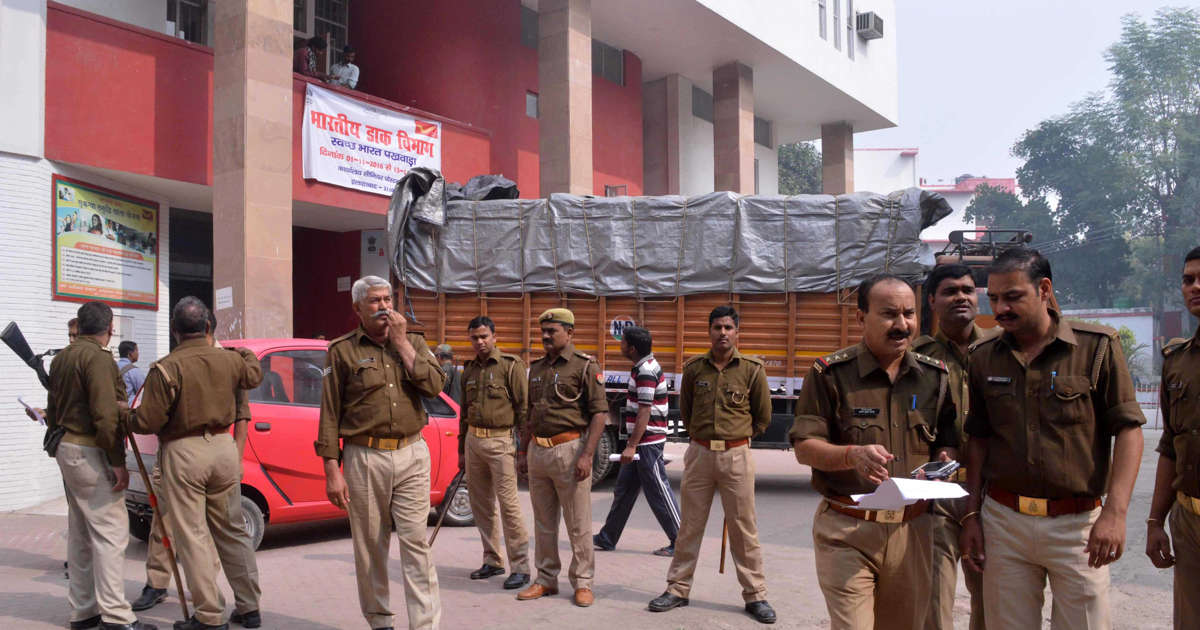 Cop suspended for kissing woman at Firozabad hotel