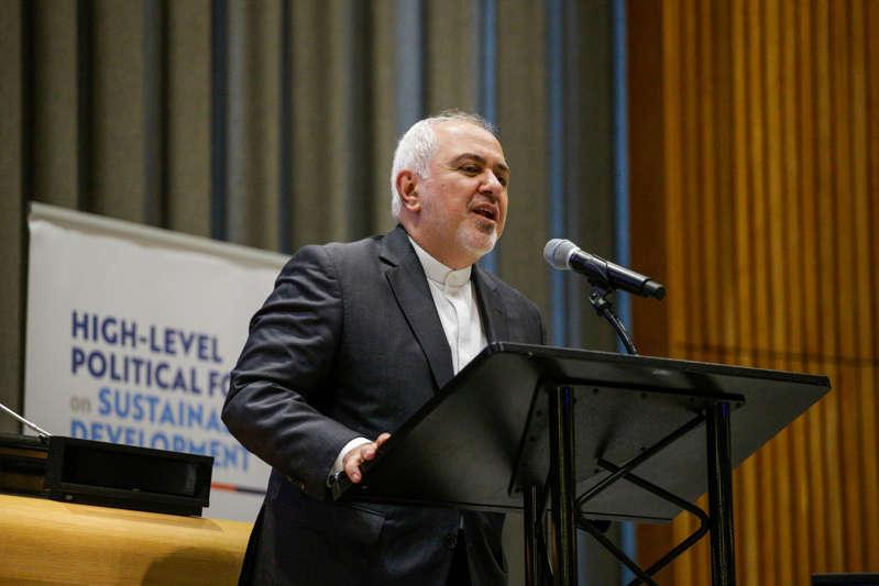 伊朗外交部长扎瓦夫于2019年7月17日在纽约联合国总部参加可持续发展高级别政治论坛时发表讲话。 (摄影:Kena Betancur /法新社)(图片来源应为KENA BETANCUR / AFP / Getty Images)