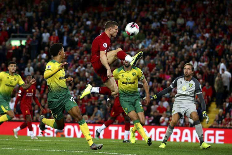 Crystal Palace's Patrick van Aanholt stuns Manchester United