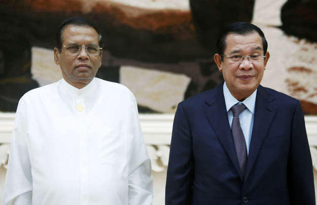 President visits historical Angkor Wat temple complex