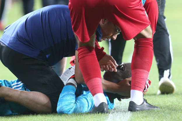 Turkish league goalkeeper collapses after rough collision
