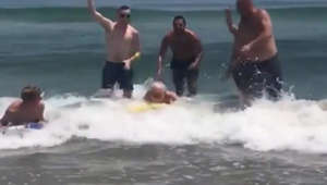 Watch: Vacationers help senior boogie boarder catch a wave