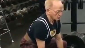 Amazing! Tiny 89-year-old man deadlifts more than 400 pounds