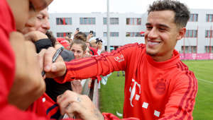 MUNICH, GERMANY - AUGUST 20: FC Bayern Muenchen newly signed player Philippe Coutinho (R) signs autographs after a training session at FC Bayern training ground Saebener Strasse on August 20, 2019 in Munich, Germany. (Photo by Alexander Hassenstein/Bongarts/Getty Images)