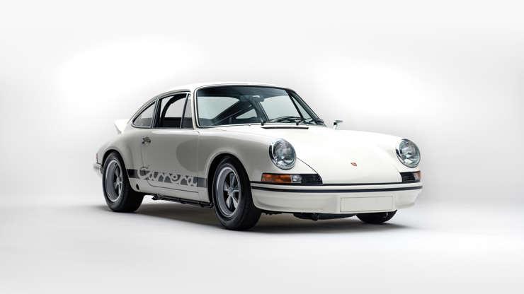 Слайд 12 из 26: Цена: 1,38 млн. Долл. За исключением, пожалуй, 3554-го «Спидстера» 1954-58 гг., Практически ни один Porsche в истории не прославлялся больше, чем «Carrera RS 7373».  Porsche 911 Carrera RSH 2.7 1973 года является одним из 17-ти омологов Carrara RS 2.7, выпущенных в 17-м году, и является одним из самых привлекательных дорожных автомобилей в истории марки Porsche.  Созданный по необходимости, 2.7 был создан после того, как FIA запретила 5-литровую категорию прототипов, которой Porsche 917 почти принадлежал в первые годы 1970-х годов.  Всего было выпущено 1525 моделей RS, несмотря на огромный спрос на большее.