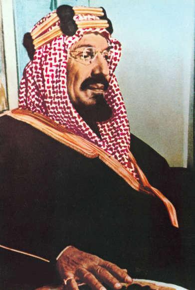 الشريحة 12 من 14: SAUDI ARABIA - JULY 01:  portraits of the Saudi royal family in Saudi Arabia in July 1996 - Abdulaziz Ben Addul Rahman al Saoud, reign from 1932 to 1953.  (Photo by Mohamed LOUNES/Gamma-Rapho via Getty Images)
