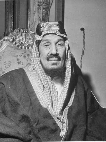 الشريحة 13 من 14: Portrait of King Ibn Saud.  (Photo by John Phillips/The LIFE Picture Collection/Getty Images)